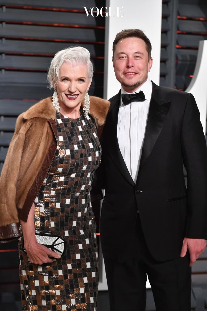 바로 전기 자동차 '테슬라(Tesla Motors)'와 로켓을 만드는 '스페이스 X(Space X)'를 설립한 기업인, 엘론 머스크의 어머니 메이 머스크(Maye Musk)입니다.