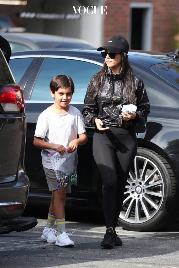 Kourtney Kardashian and Mason Disick are seen running errands together in Calabasas, CA.  Mason can be seen with a bag full of fidget spinners Pictured: Kourtney Kardashian, Mason Disick Ref: SPL1508964  300517   Picture by: LA Photo Lab / Splash News Splash News and Pictures Los Angeles:310-821-2666 New York: 212-619-2666 London:870-934-2666 photodesk@splashnews.com