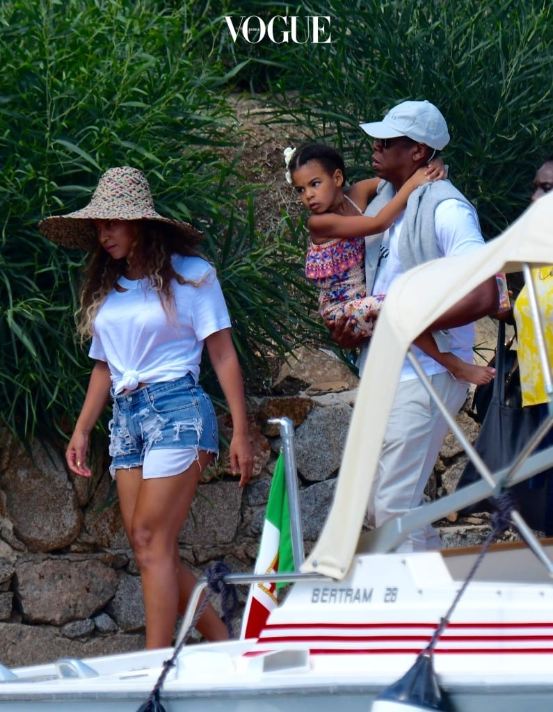 *** NO WEB SUBS ITALY *** Beyonce left Sardinia after a short holiday. With Amercan singer her husband Jay-Z and daughter Blue Ivy Pictured: Beyoncè with her family Ref: SPL1336732  180816   Picture by: Splash News Splash News and Pictures Los Angeles:310-821-2666 New York:212-619-2666 London:	870-934-2666 photodesk@splashnews.com