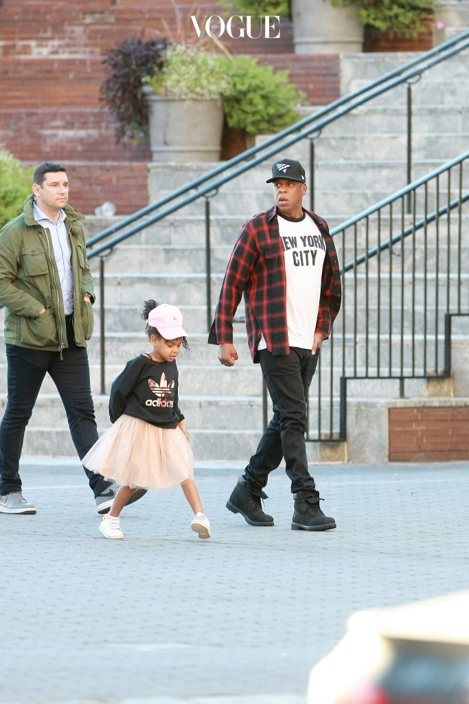 EXCLUSIVE: Jay Z along with his daughter Blue Ivy,was seen having dinner as they enjoyed the sun setting view over the Hudson river in downtown Manhattan this evening.They were then seen walking around before getting into their SUV.. Pictured: Jay Z and Blue Ivy Ref: SPL1370904  101016   EXCLUSIVE Picture by: Felipe Ramales / Splash News  Splash News and Pictures Los Angeles:	310-821-2666 New York:	212-619-2666 London:	870-934-2666 photodesk@splashnews.com