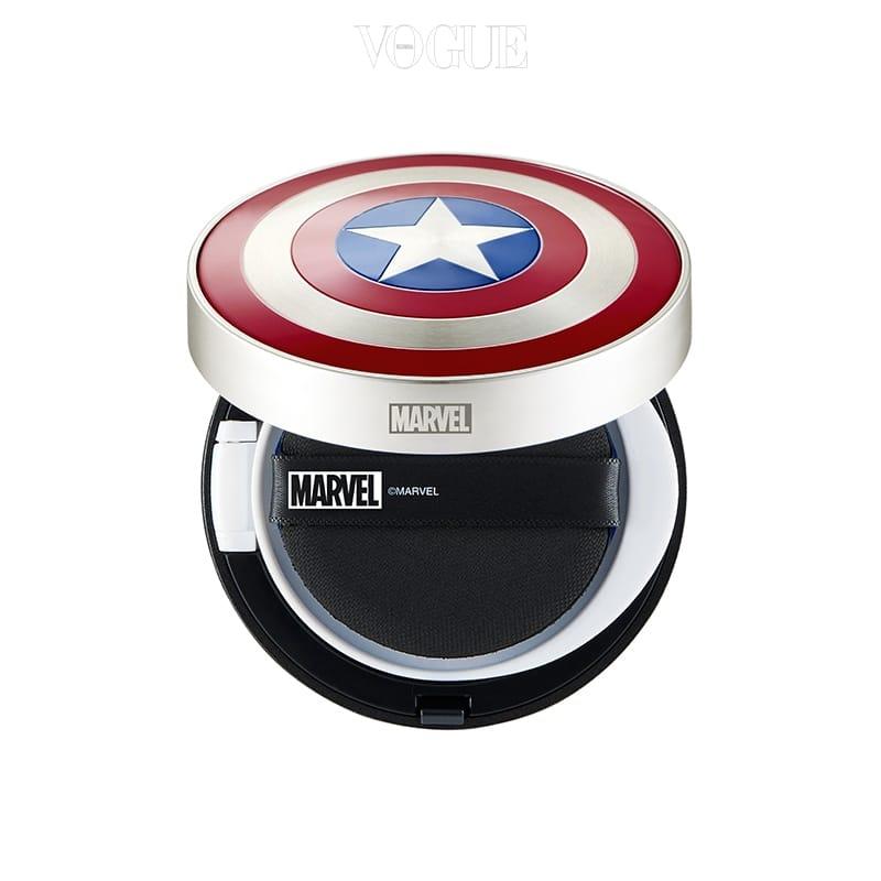 캡틴 아메리카의 상징 방패 모양이 유쾌한 재미를 선사해요. 화장품이라는 느낌보다는 키덜트 아이템처럼 보여 밖에서도 위트있게 사용하기 딱! 자외선 차단과 피부 커버는 기본이구요. 15g 가격 2 만 원.