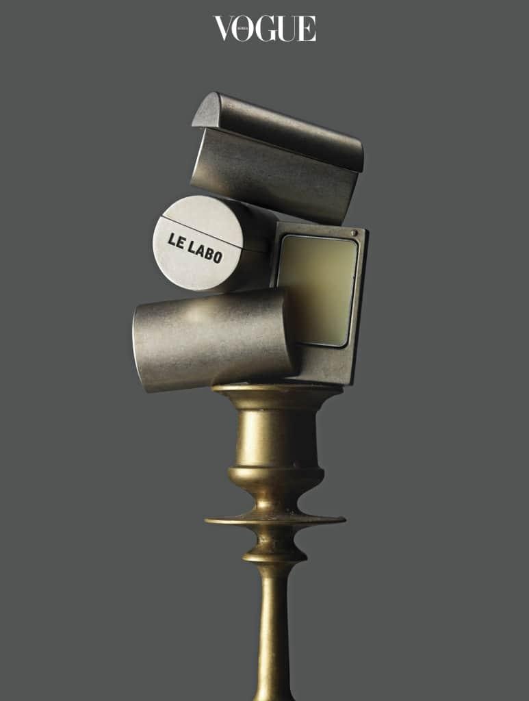 LE LABO 'SOLID PERFUME'빈티지 메탈 케이스가 멋스러운 르 라보의 고체 향수. 핸드백에 흐르거나 셀 염려 없는 데다 주머니에 쏙 들어가는 사이즈라 휴대가 간편하다.