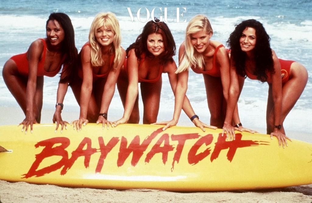 낯선 이름의 이 아이템은 베이워치(Baywatch) 수영복과 비키니(Bikini)의 합성어로,