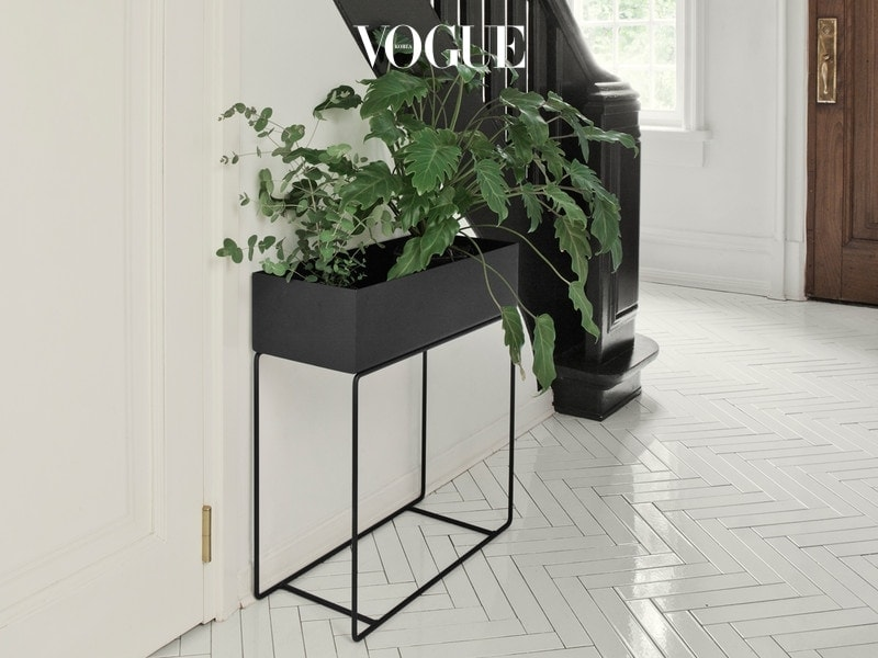 Ferm-Living-Plant-Box-Black-lifestyle