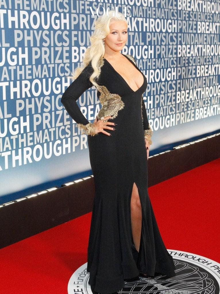 크리스티나 아길레라  2013년에 방영한 에 약 20kg 감량한 슬림한 몸매로 출연해 시청자들을 놀라게 한 그녀. 체중 감량의 비결 역시 팰리오 다이어트 였다는군요. 팰리오와 요가의 궁합은 최고라는 팁도 덧붙였어요.