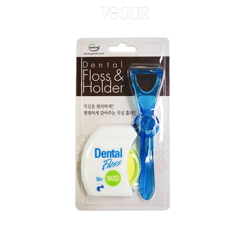 치실을 걸어 쓰는 Y자형 홀더가 세트로 구성되어 있어 위생적이며, 필요에 따라 다양하게 쓸 수 있어 편리해요. 50m, 3천원대.