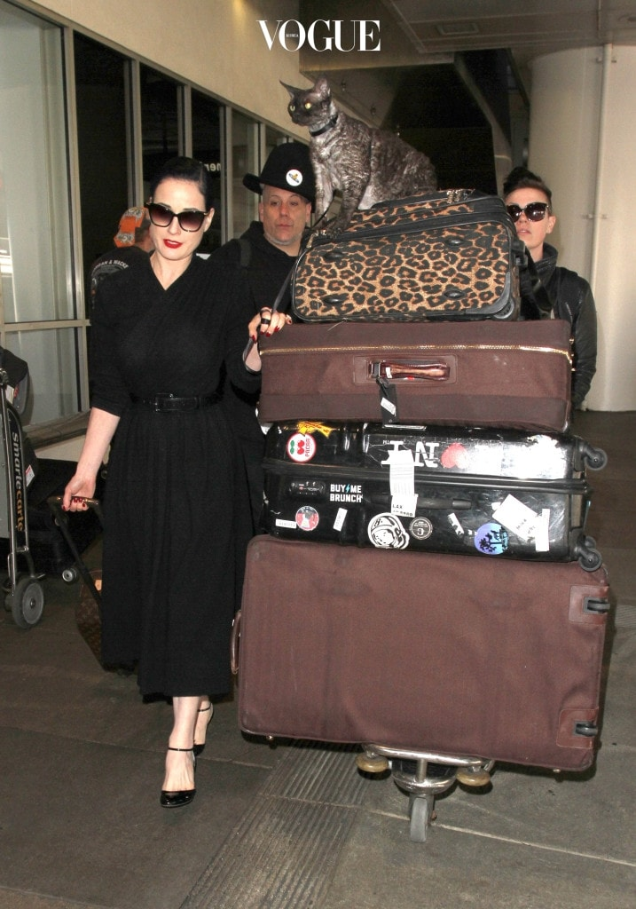 Dita Von Teese gives her Devonshire Rex cat Aleister a lift on top of her designer luggage as she makes her way through LAX.  The American burlesque dancer, vedette, model, costume designer was seen arriving into LAX with her cat on top of her luggage.  Pictured: Dita Von Teese Ref: SPL1458215  060317   Picture by: Sharky/Polite Paparazzi/SPLASH Splash News and Pictures Los Angeles:310-821-2666 New York:212-619-2666 London:870-934-2666 photodesk@splashnews.com