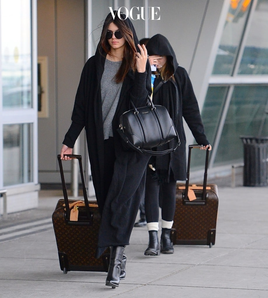 Kendall Jenner and Kylie Jenner were spotted arriving to JFK airport in NYC on Monday evening. The pair wore no makeup as they touched down. Kylie opted to wear no sunglasses while Kendall wore dark shades, as well as a long black cape. The sisters pulled matching Louis Vuitton bags as the scurried to their SUV. Pictured: Kendall Jenner and Kylie Jenner Ref: SPL689067  270114   Picture by: 247PapsTV / Splash News Splash News and Pictures Los Angeles:310-821-2666 New York:212-619-2666 London:870-934-2666 photodesk@splashnews.com