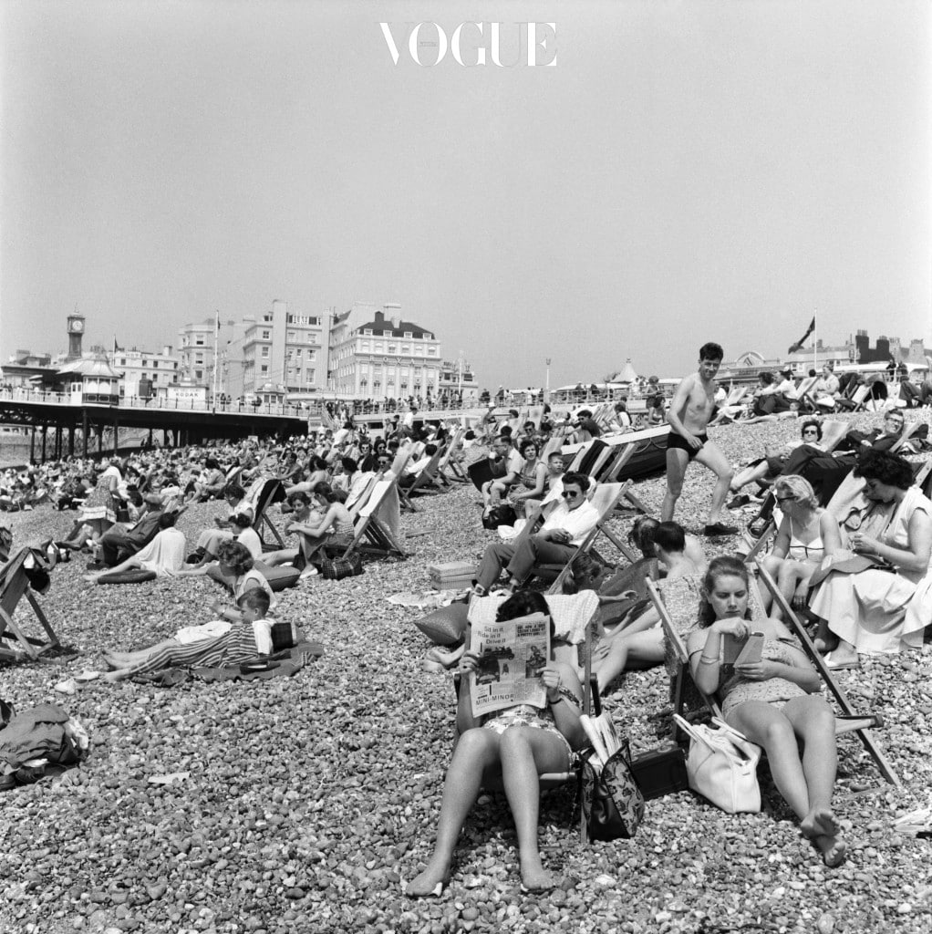 Crowded scenes on Brighton Beach as holidaymakers enjoy the hot summer weather, East Sussex. June 1960 M4327-006