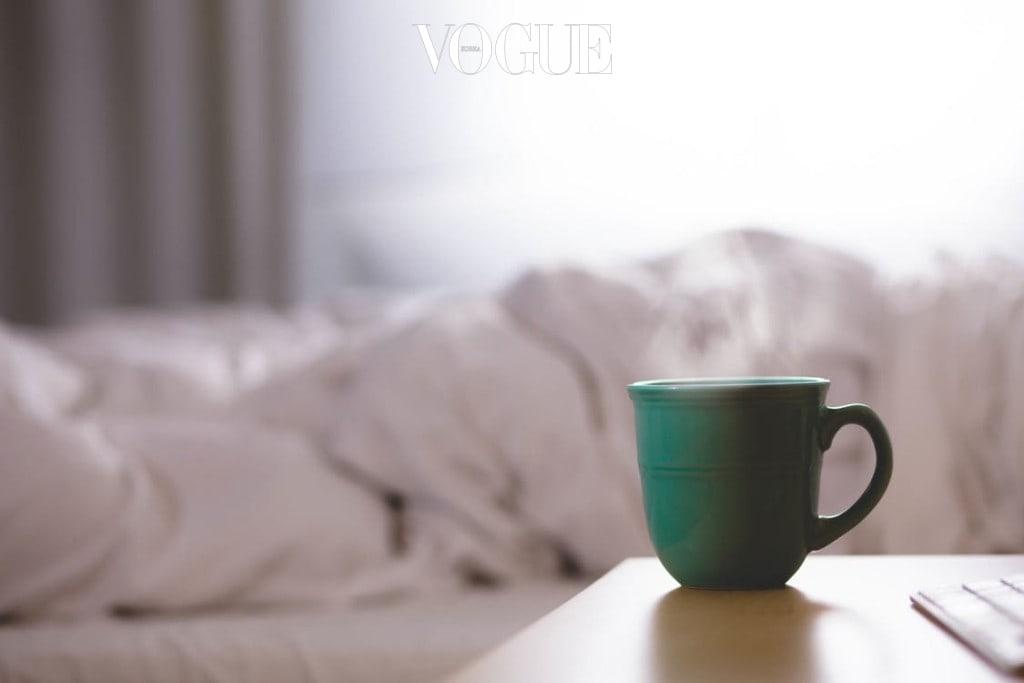 수박이나 시원한 음료수보다는 따뜻한 우유한 잔을 데워마시면 수면에 큰 도움이 된답니다.