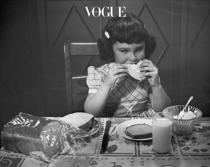 2. 음식에 도덕성을 부여하지 마세요 유혹을 참지 못하고 맛있는 음식을 먹었을 때, '난 진짜 안되.'라는 생각을 버리세요. 죄책감과 수치심은 지속적인 실패를 야기합니다.