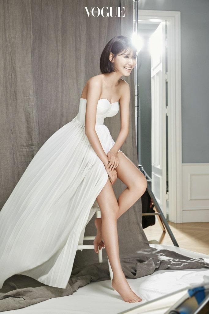 드레스는 YCH.