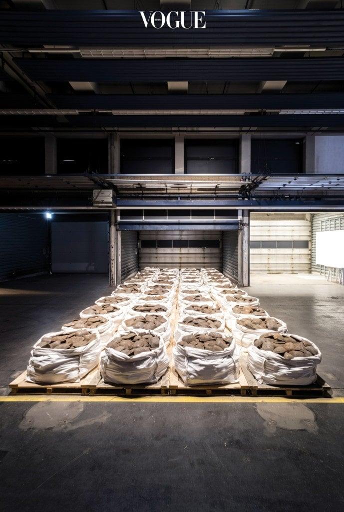 댄 피터맨(Dan Peterman)의 'Kassel Ingot Project'(2017) ⓒ Mathias Voelzke Kassel Ingot Project (Iron) (2017) Eisenbarren Produziert in Zusammenarbeit mit DK Recycling und Roheisen GmbH, Duisburg, Deutschland