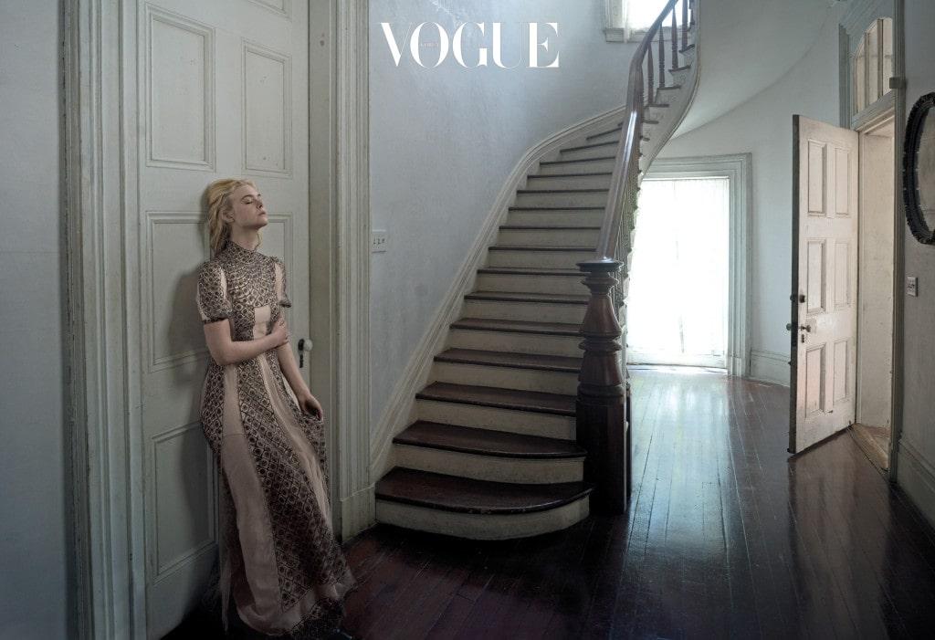EYE OF THE STORM 자신만만한 그녀도 오디션 앞에선 약해진다. 너무 공포스러워서 오디션장에서 기절한 적도 있다. 드레스는 디올(Dior).