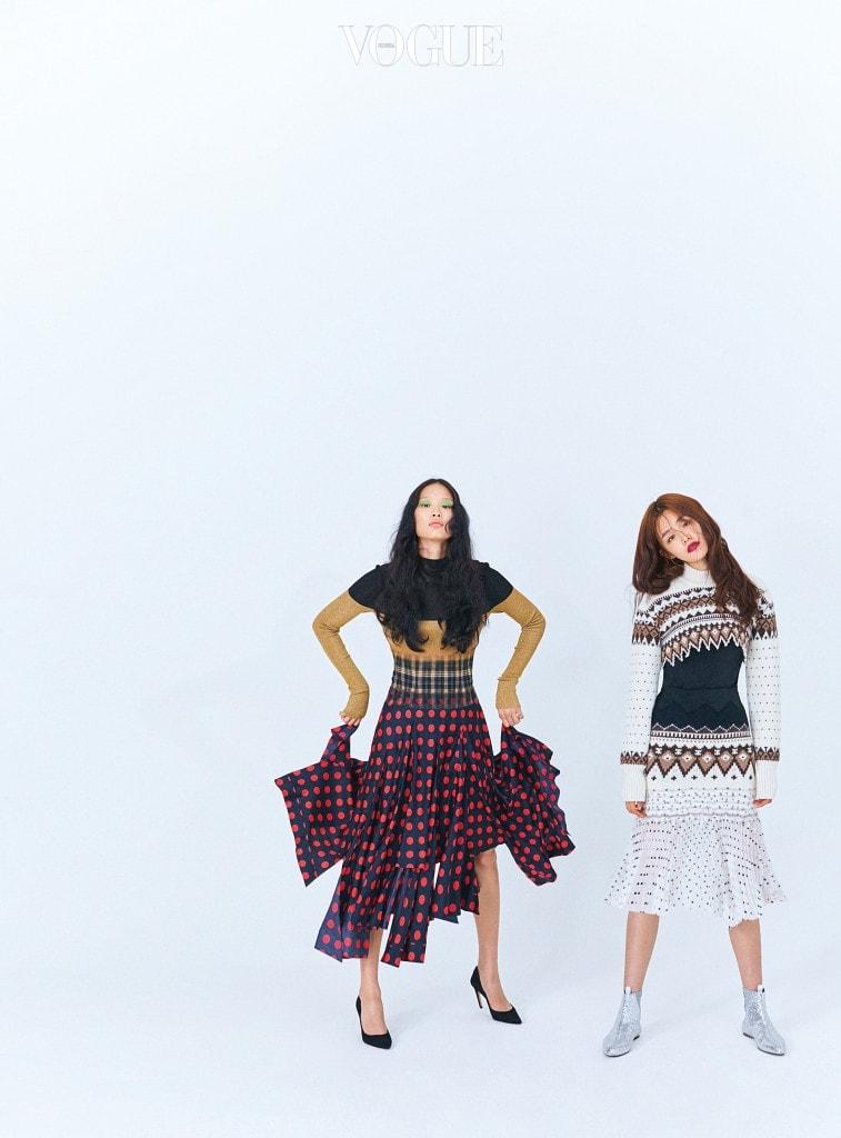 DOT DOT DOT 도트 패턴 드레스는 로에베(Loewe), 검정 스웨이드 힐은 디올(Dior). 크롭트 스웨터, 검은색 이너 톱, 니트 조직이 이어진 플리츠 스커트, 은색 시퀸 부츠는 로에베.