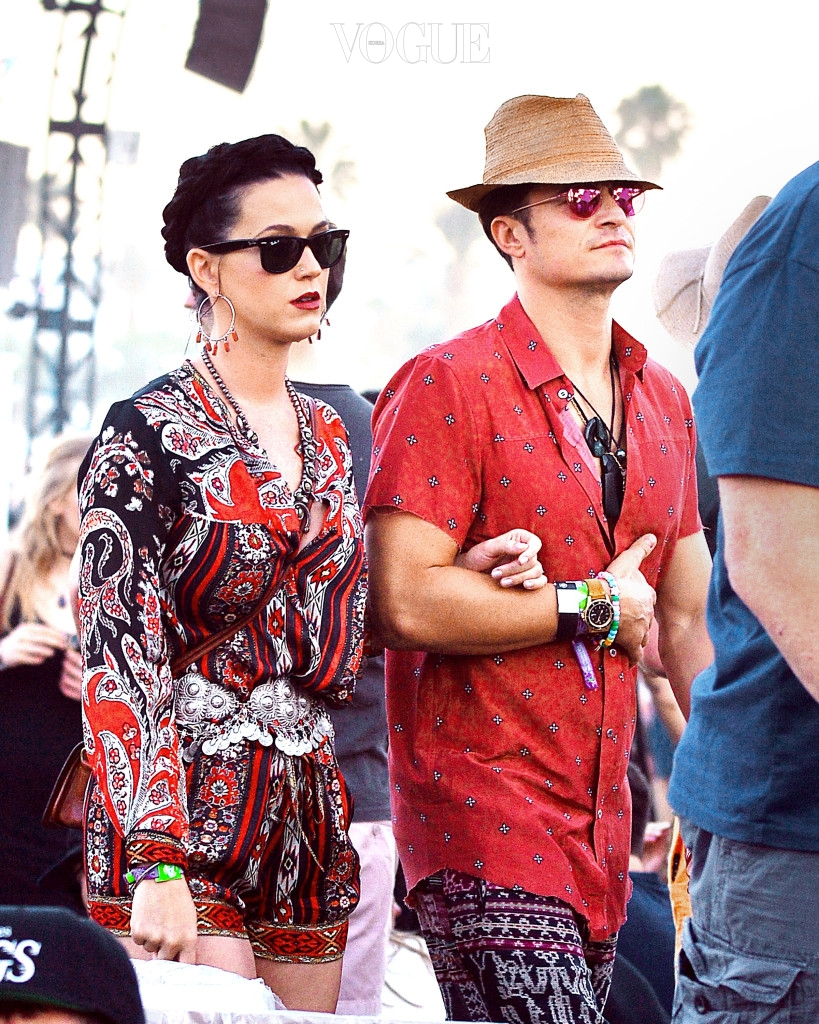 EXCLUSIVE: Orlando Bloom and girlfriend Katy Perry were spotted walking arm in arm as they enjoyed the Coachella Art and Music Festival in Indio, CA. The couple wore matching colored outfits and were seen watching Major Lazer and Diplo perform. Pictured: Katy Perry, Orlando Bloom Ref: SPL1266206  180416   EXCLUSIVE Picture by: Sharpshooter Images / Splash  Splash News and Pictures Los Angeles:310-821-2666 New York:212-619-2666 London:870-934-2666 photodesk@splashnews.com