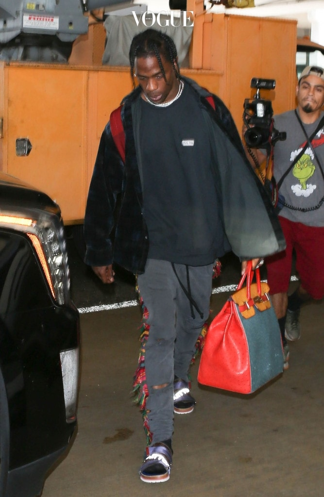 Hip-hop artist Travis Scott seen at LAX airport in Los Angeles, California. Pictured: Travis Scott Ref: SPL1528842  260617   Picture by: Sharky/Polite Paparazzi/SPLASH Splash News and Pictures Los Angeles:310-821-2666 New York: 212-619-2666 London:870-934-2666 photodesk@splashnews.com