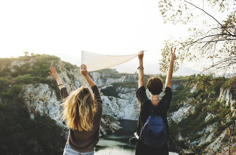 혼자 떠나는 배낭여행도 좋지만 친구 혹은 커플이 함께 떠나는 오지 여행은 어떨까요? 계획을 함께 짜고, 난관을 극복해나가며 우정과 사랑이 더욱 돈독해 질 수 있는 기회!