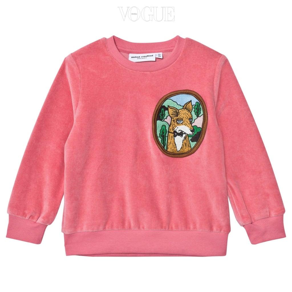 벨벳 소재가 더욱 포근한 느낌을 더하는 핑크 스웨트 셔츠는 미니 로디니(Mini Rodini).