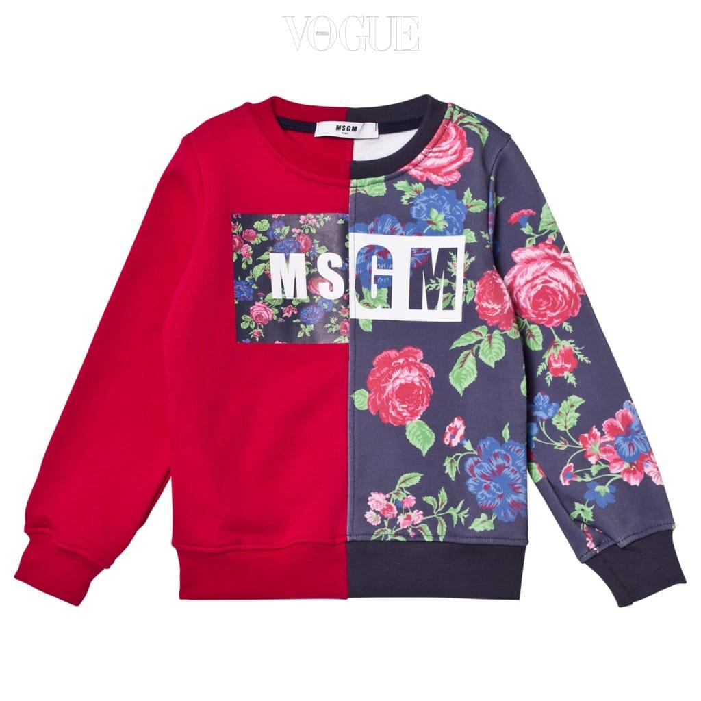 꽃 모티브와 레드 컬러가 반씩 접힌 형태로 디자인된 스웨트 셔츠는 MSGM.