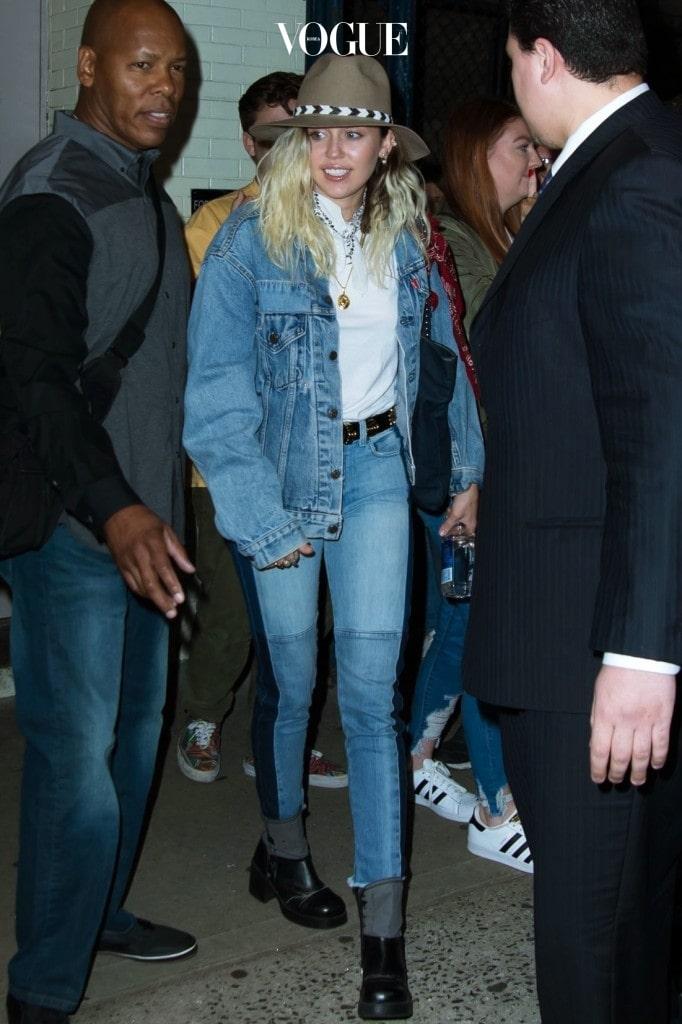 삼색 청바지 + 청청 패션 마일리 사이러스 Miley Cyrus