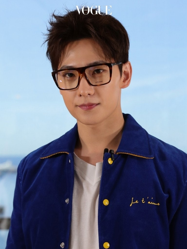 2010년 드라마 에서 주연을 맡으며 본격적으로 배우로 활동하게 된 그는