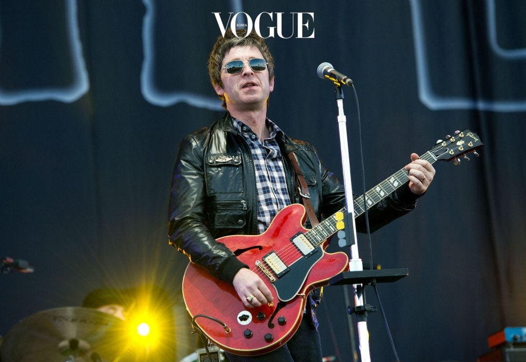 NEWPORT, UNITED KINGDOM - JUNE 24:  Noel Gallagher of Noel Gallagher's High Flying Birds performs on the main stage on day 4 of The Isle of Wight Festival at Seaclose Park on June 24, 2012 in Newport, Isle of Wight. (Photo by Samir Hussein/Getty Images)