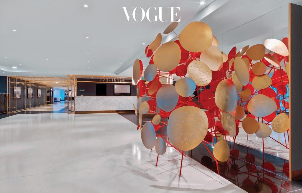 파리에 위치한 르메르디앙 에투알 호텔은 각종 예술 작품으로 꾸몄다. 하이엔드 호텔과 예술계의 고객층은 일치하기 때문이다.