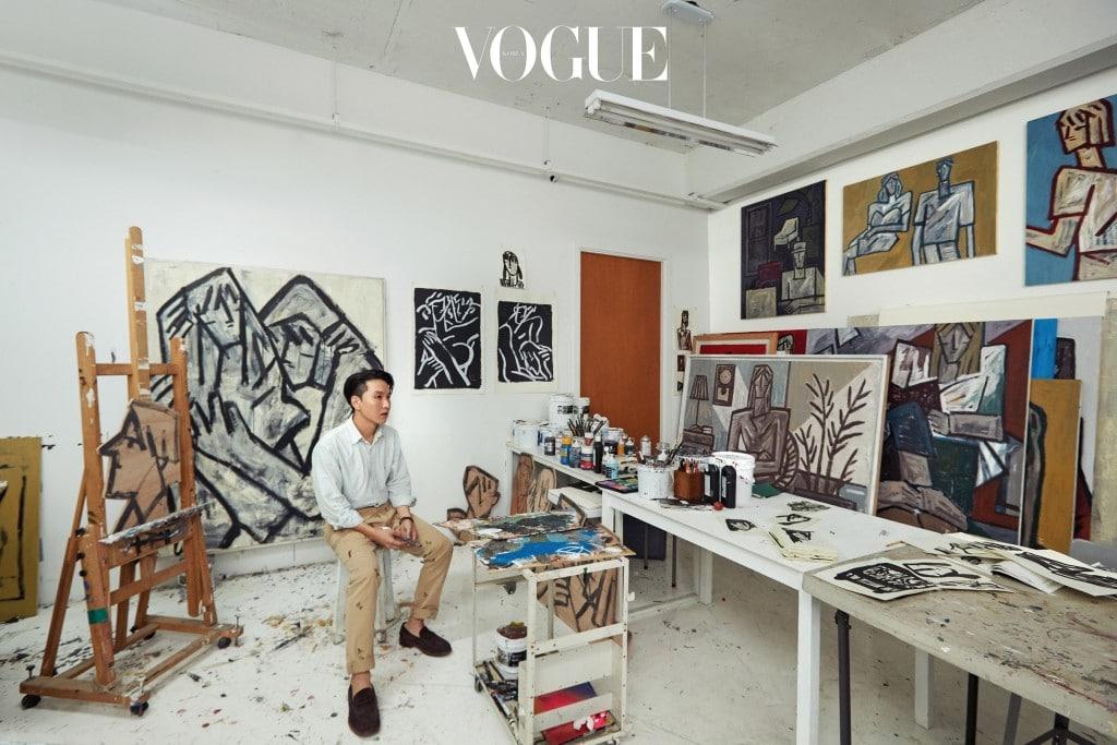 스케일이 큰 그림이 꽉 들어차 있는 화가 김희수의 작업실.