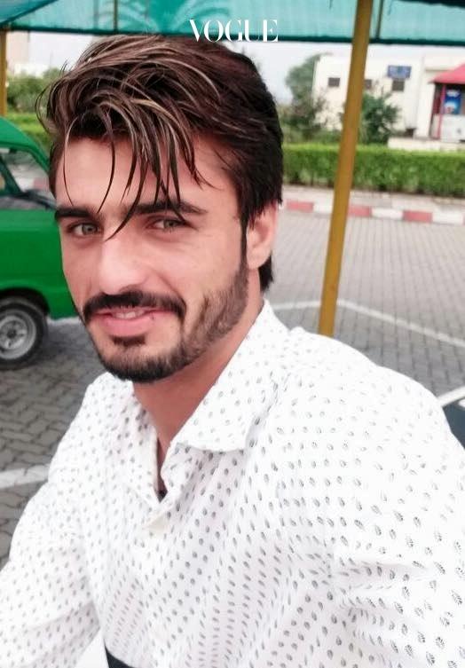 파키스탄의 수도 이슬라마바드의 시장통 길가에서 차를 팔던 1998년생 아샤드 칸의 인생 또한 이 사진 한 장으로 뒤바뀌게 됩니다. 페이스북 @arshadkhanaccount