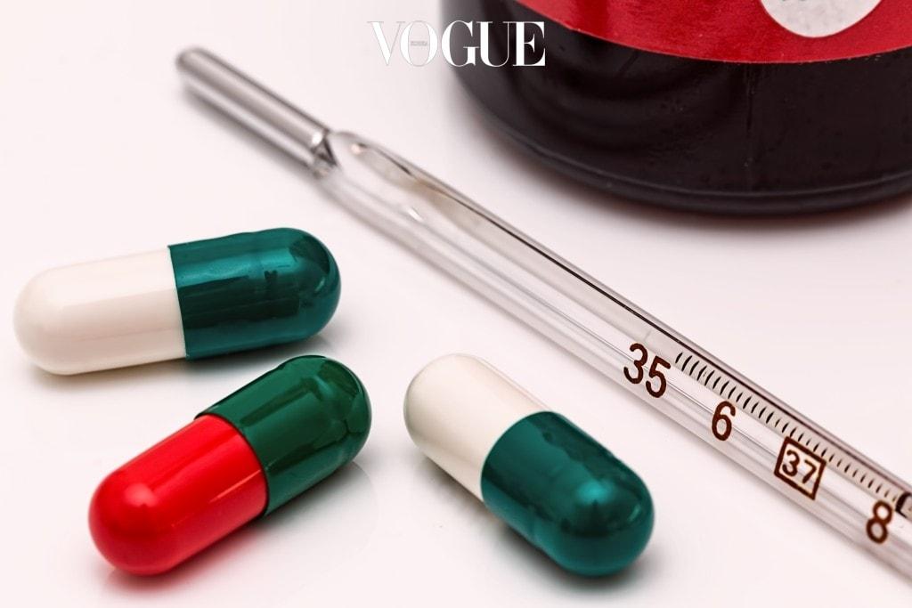 여성들의 경우 생리 전이나 피로가 누적될 경우 그리고 또 아토피나 알레르기가 있는 경우에도 다크 서클은물론 아토피나 알레르기 증세가 심하다면 그 자체를 치료하는 것이 우선이겠지만, 그 외의 경우라면 꾸준한 항산화제 섭취를 통해 혈행을 관리해주는 것이 정답!