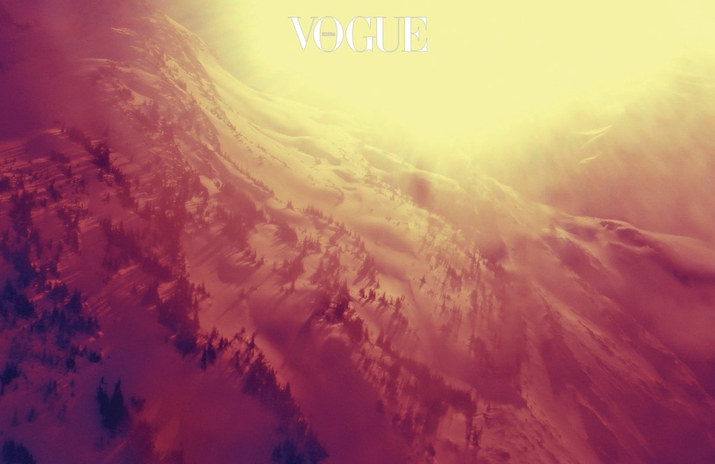 Sølve Sundsbø, British Columbia. 반면 21세기적 재능의 소유자 솔베 선즈보는 브리티시컬럼비아에서 본질에 가까운 풍경을 건져 올린다. 험준한 산악 지형을 대하는 그의 사진을 보다 보면 시공간을 초월하는 절대적 존재에 대한 경외심을 품게 된다.