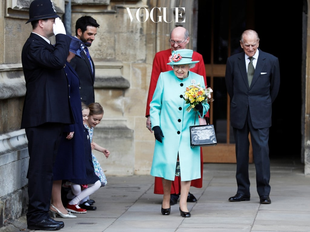 WINDSOR, UNITED KINGDOM - APRIL 16:  Girls curtsey as Queen Elizabeth II and Prince Philip, Duke of Edinburgh leave the Easter Day service at St George's Chapel on April 16, 2017 in Windsor, England. (Photo by Peter Nicholls/WPA Pool/Getty Images)