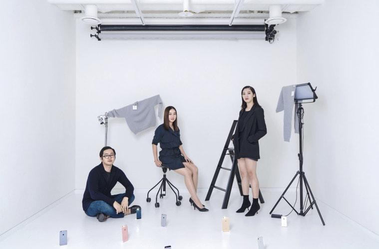 하트잇의 멤버 이창우, 김지연, 서수아. 회색 스웨터는 자체 제작한 '잇스웨터