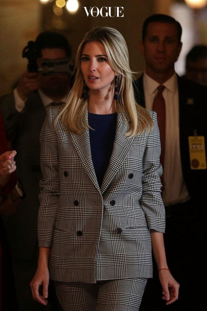 이방카 트럼프 Ivanka Trump 자라(Zara) 체크 블레이저 $149 팬츠 $69.90