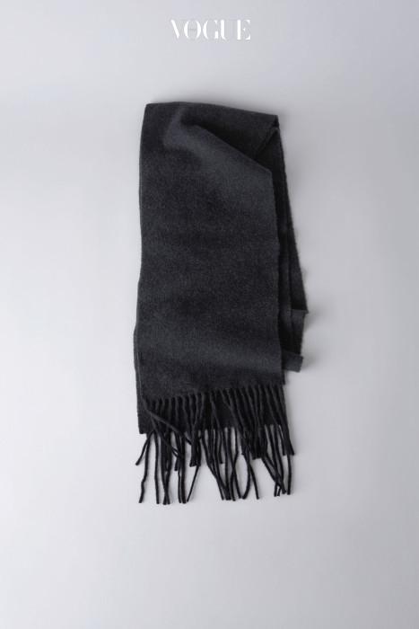 캐나다 스키니 블랙 멜란지 스카프. 아크네 스튜디오 제품. 19만원. >구매하러가기