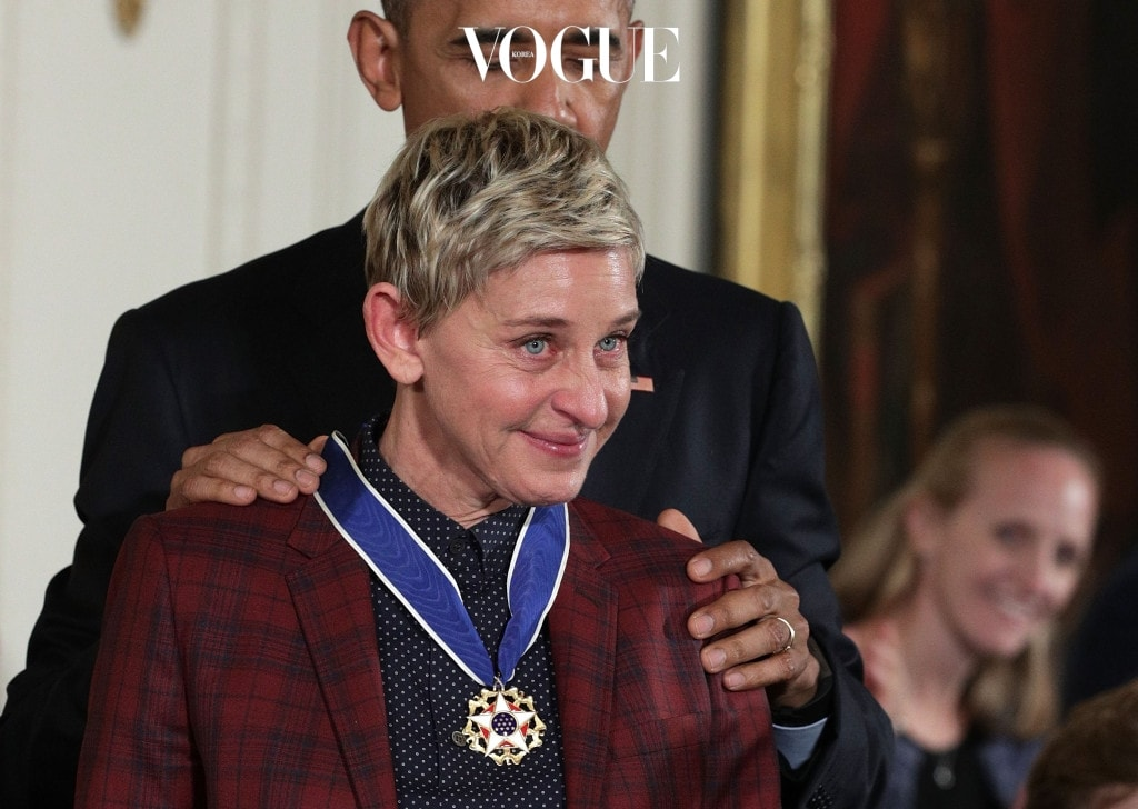 WASHINGTON, DC - NOVEMBER 22:  U.S. President Barack Obama presents the Presidential Medal of Freedom to comedian and talk show host Ellen DeGeneres during an East Room ceremony at the White House November 22, 2016 in Washington, DC. The Presidential Medal of Freedom is the highest honor for civilians in the United States of America.  (Photo by Alex Wong/Getty Images)