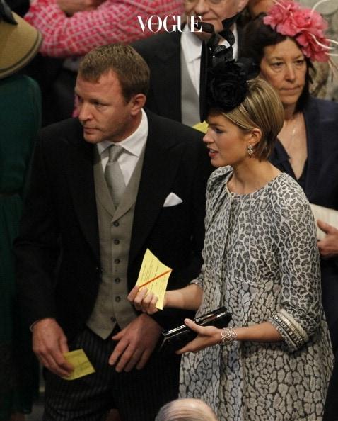 케이트 미들턴과 6촌지간으로 꽤 가까운 친척관계인 그는 윌리엄 왕자 부부와 돈독한 사이를 유지하고 있다고 하네요. 물론 2011년 이들의 결혼식에 참석했습니다.