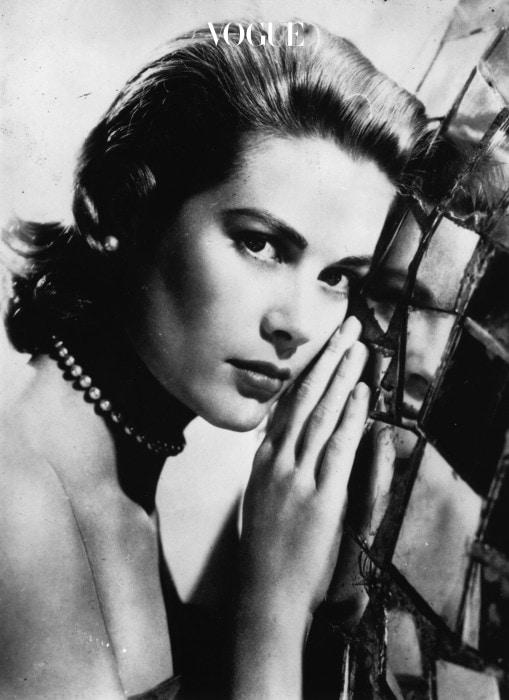 이분을 빼고 연예계 왕족을 이야기할 수 있나요? 헐리우드 여배우에서 모나코의 왕비가 된 그레이스 켈리입니다.