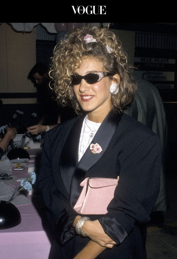 1980-90년대의 기억이 절로 소환되네요. 각종 미디어를 휩쓸었던 그때 그 머리끈의 엄청난 존재감! 사라 제시카 파커 Sarah Jessica Parker