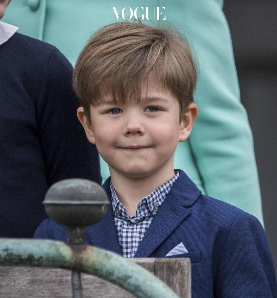 2011년에 태어난 6살 배기 꼬마 왕자님! 덴마크의 왕세자 프레데릭과 마리 왕자빈 사이에서 태어난 왕자로 빈센트 왕자의 본명은 빈센트 프레데릭 미니크 알렉산더(Vincent Frederik Minik Alexander)입니다. 동생 조세핀 공주와 이란성 쌍둥이로 태어났으며, 1분 차이로 오빠가 되었답니다.