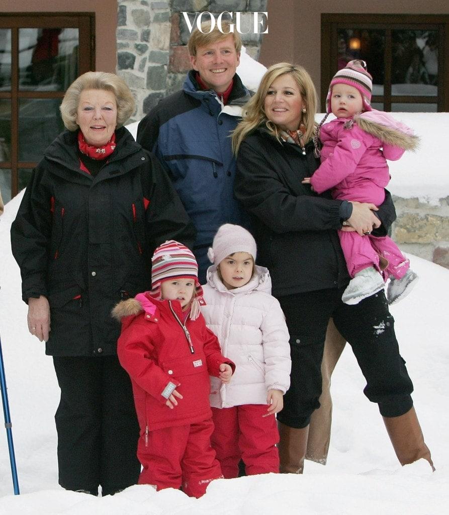 빌럼알렉산더르 국왕은 스페인 세비야의 박람회에서 아르헨티나 출신의 평민이자 금융 전문가인 막시마 소레기에타와 만나 2002년 결혼했습니다.