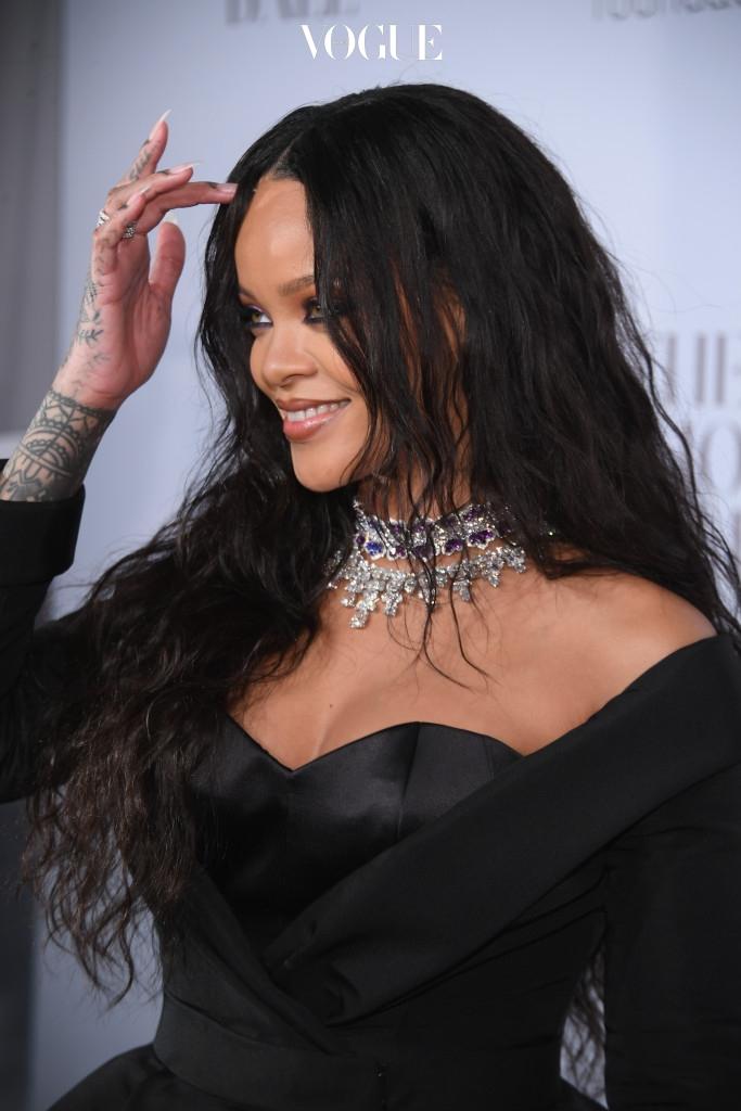 리한나(Rihanna)역시 켄달 제너의 이웃 사촌이 될뻔했습니다. 그녀도 지난 8월, 히든 힐 지역에 네 번째 집을 구입했거든요.
