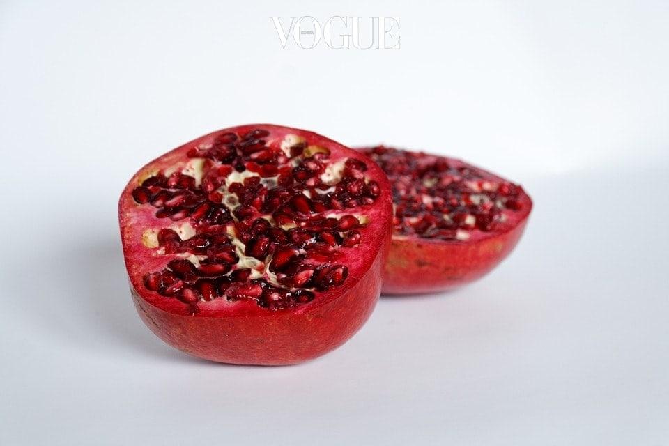 부종의 원인이 되는 나트륨의 흡수를 억제하고, 체내의 나트륨을 밖으로 배출시켜주는 데 큰 효과가 있습니다.  석류는 주스로 만들어 먹거나, 아침에 섭취하는 것이 가장 좋다고 알려져있습니다.