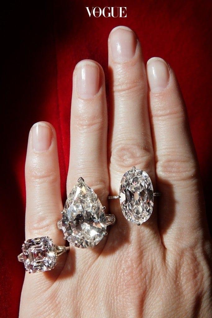 사실 결혼의 서약만큼 많은 이들의 관심을 받는 것이 반지, 좀더 엄밀히 말해 다이아몬드의 유무 혹은 그 크기라 할 수 있죠.