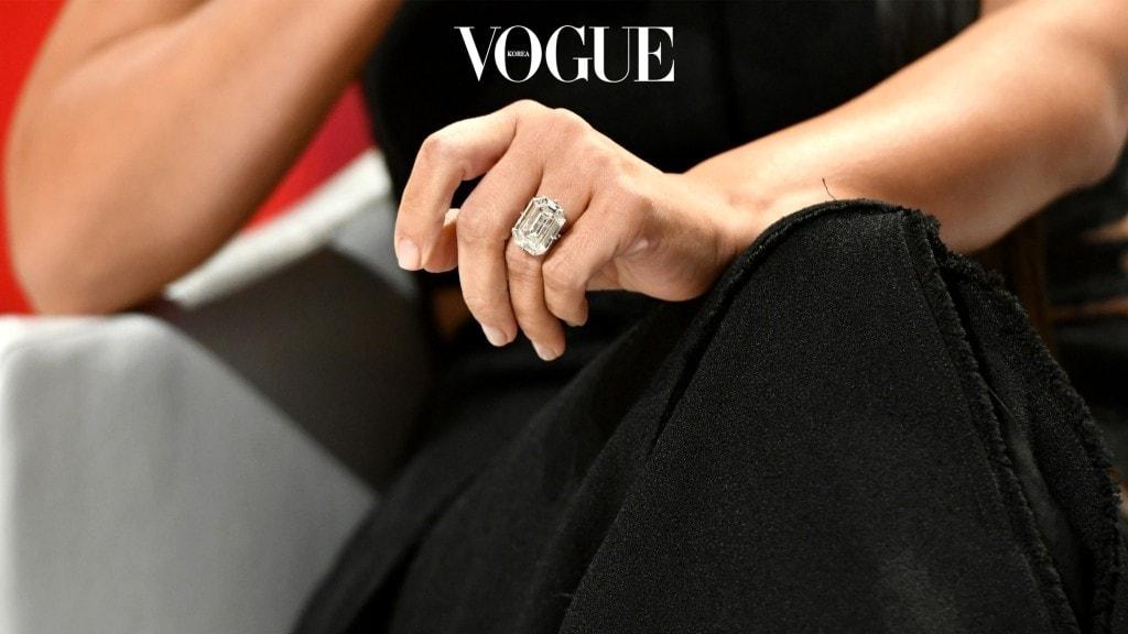 손에서 빛나는 것이 블링블링 다이아몬드가 아닌,