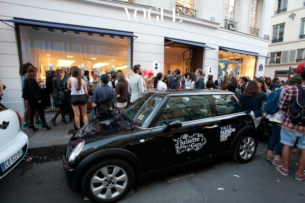 PARIS, FRANCE - SEPTEMBER 06:  A general view of atmosphere during the Vogue Fashion Night Out on September 6, 2012 in Paris, France.  (Photo by Marc Piasecki/Getty Images)