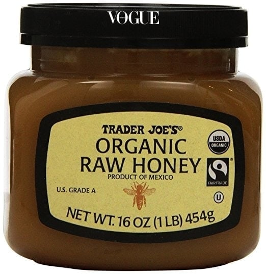 2) 꿀 마스크 화장을 한 날엔 세안 후 꼭 1시간 정도 꿀 마스크를 해준다고 합니다. 얼굴에 다 도포할 수 있을 만큼 넉넉한 양의 생꿀에 강황과 시나몬을 한 티스푼 씩 섞어서 마스크 팩을 만든다고 하는군요! 꿀은 보습에, 강황과 계피는 항균과 피부 순환에 도움을 준다고 합니다.
