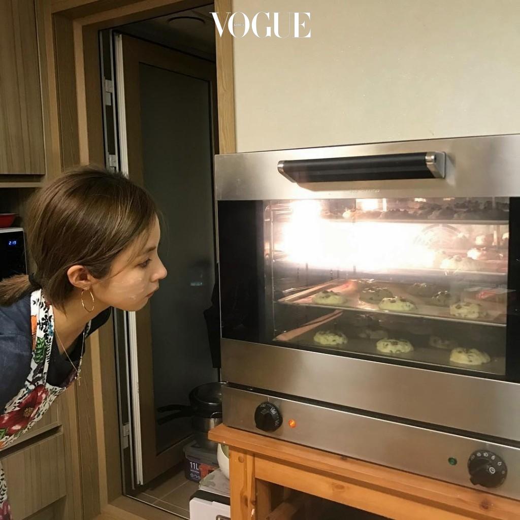 # 베이킹 & 요리 부엌에서 음식을 준비한 뒤 맛있게 먹는 행복을 만끽. @sjkuksee