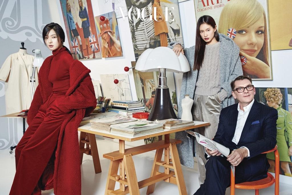 1960,s creative studio1960년대 '크리에이티브 스튜디오' 방에서 크리에이티브 디렉터 이안 그리피스와 함께한 모델 김성희, 박세라.
